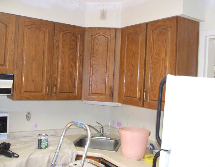 Best way to clean cherry wood kitchen cabinets for Best way to wash kitchen cabinets